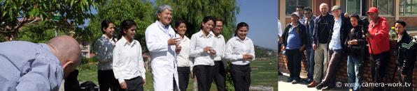Prof. Dr. Ram Shresta mit Studenten beim Videodreh im Dhulikhel Hospital Nepal Kamera Werner Gabriel